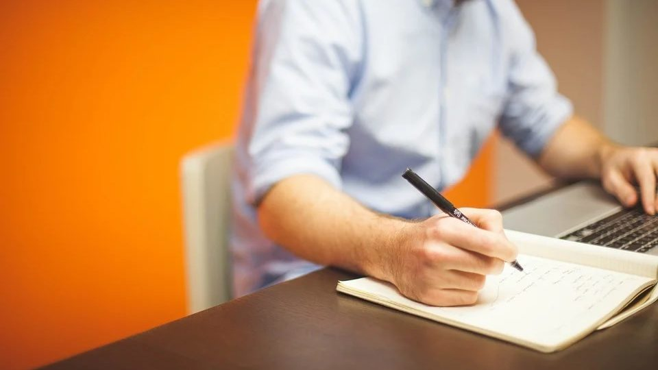 Lancer son activité en portage salarial : droits sociaux et statut de mon entreprise